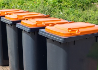 Residential and Domestic Wheelie Bin Cleaning services in the Welwyn and Hatfield Borough from £4.00 per clean